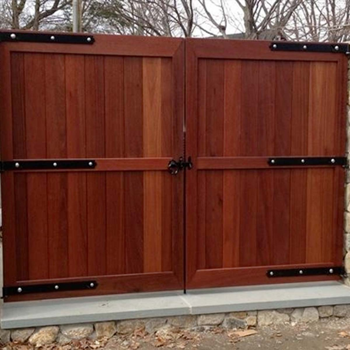 https://www.speedyvinylfencing.com/wp-content/uploads/2019/12/SVF-Services-Gates.jpg