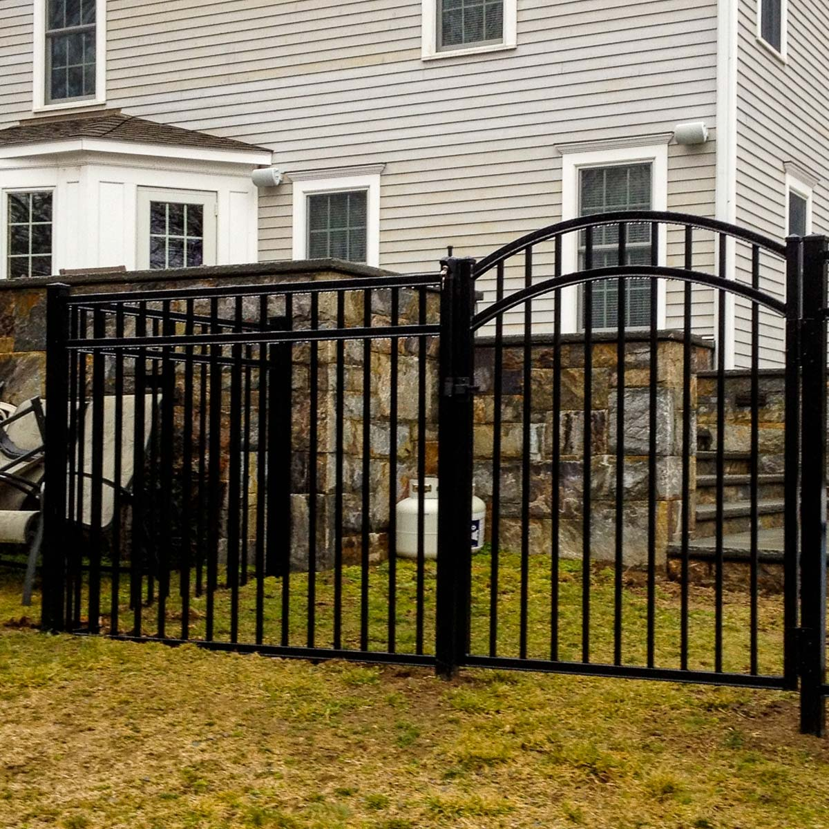 https://www.speedyvinylfencing.com/wp-content/uploads/2019/12/SVF-Services-Metal.jpg